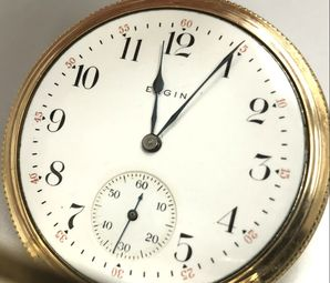 Single sunk dial on a vintage Elgin pocket watch.