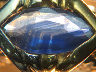 Sharp, angular growth in a natural sapphire